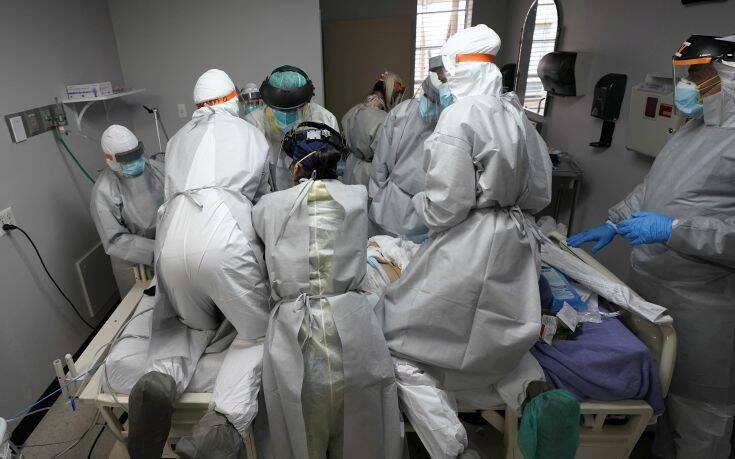 Νέο «μαύρο» ρεκόρ 65.500 κρουσμάτων και 1.000 νεκρών από κορονοϊό σε 24 ώρες στις ΗΠΑ