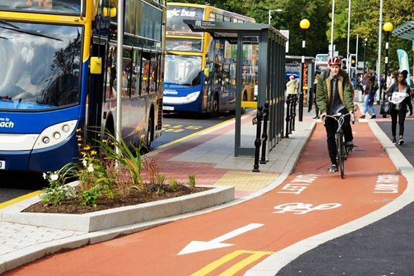 Αν μιλάμε για ποδηλατόδρομους, οι δικοί μας στην Κόρινθο, είναι καλύτεροι. Τι, όχι;