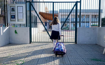 Μάσκα και στα σχολεία αν κριθεί αναγκαίο