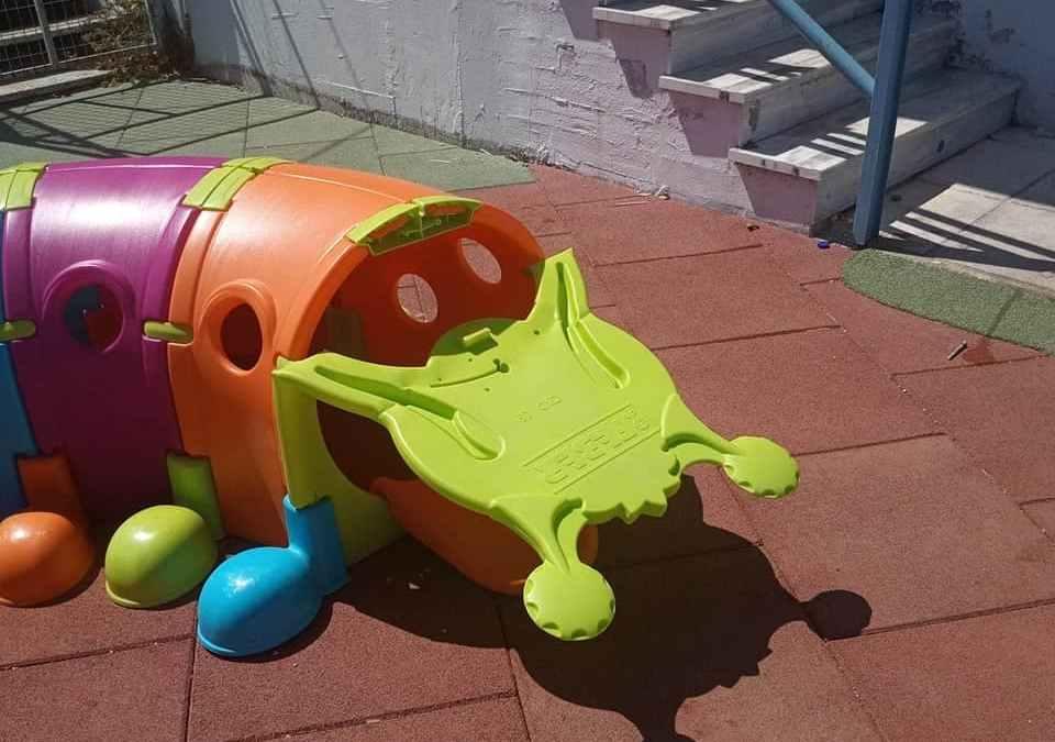 Αθλιότητα: Βανδαλισαν την παιδική χαρά του ειδικού Δημοτικού σχολείου Κορίνθου
