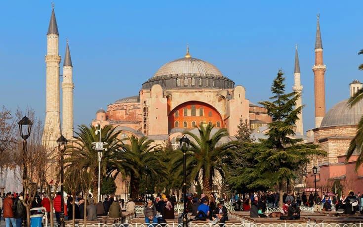 Σήμερα η απόφαση για την Αγία Σοφία – Προεξοφλεί τη μετατροπή της σε τζαμί ο τουρκικός Τύπος