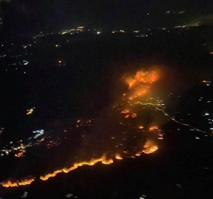 Σοκάρει η κατάσταση με τη φωτιά σε πλάνο από ψηλα