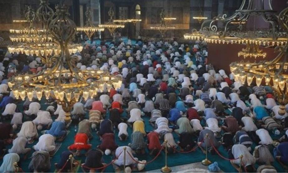 Η «κατάρα» της Αγίας Σοφίας: 3.000 Τούρκοι κόλλησαν κορωνοϊό στην πρώτη προσευχή