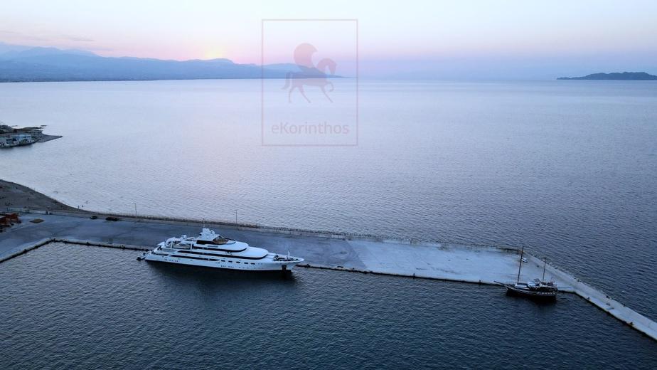 Εντυπωσιακές εικόνες από τη θαλαμηγό που έδεσε στο λιμάνι Κορίνθου