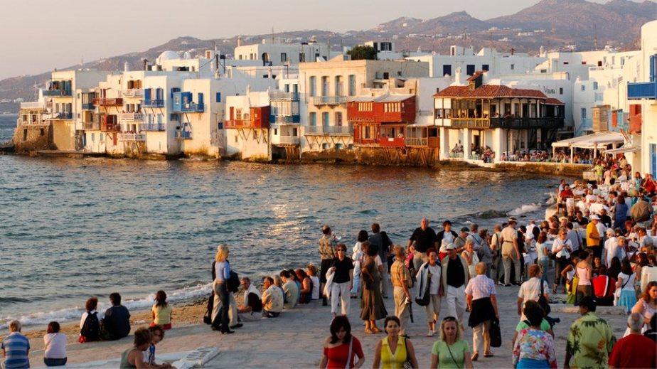 Εστίες υπερμετάδοσης του κορωνοϊού οι δημοφιλείς τουριστικοί προορισμοί