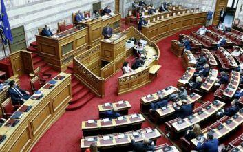 Σύγκρουση Μητσοτάκη – Τσίπρα στη Βουλή για την πανδημία
