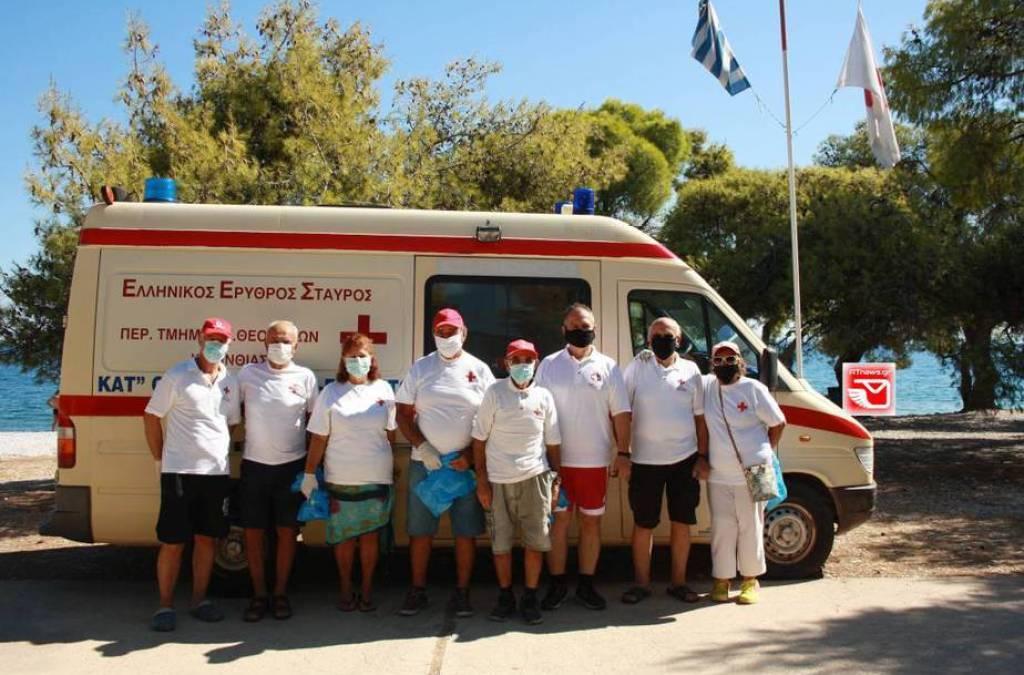 Ο Ε.Ε.Σταυρός Αγίων Θεοδώρων & οι Αυτοδύτες Λουτρακίου καθάρισαν την Παραλία Πευκάκια