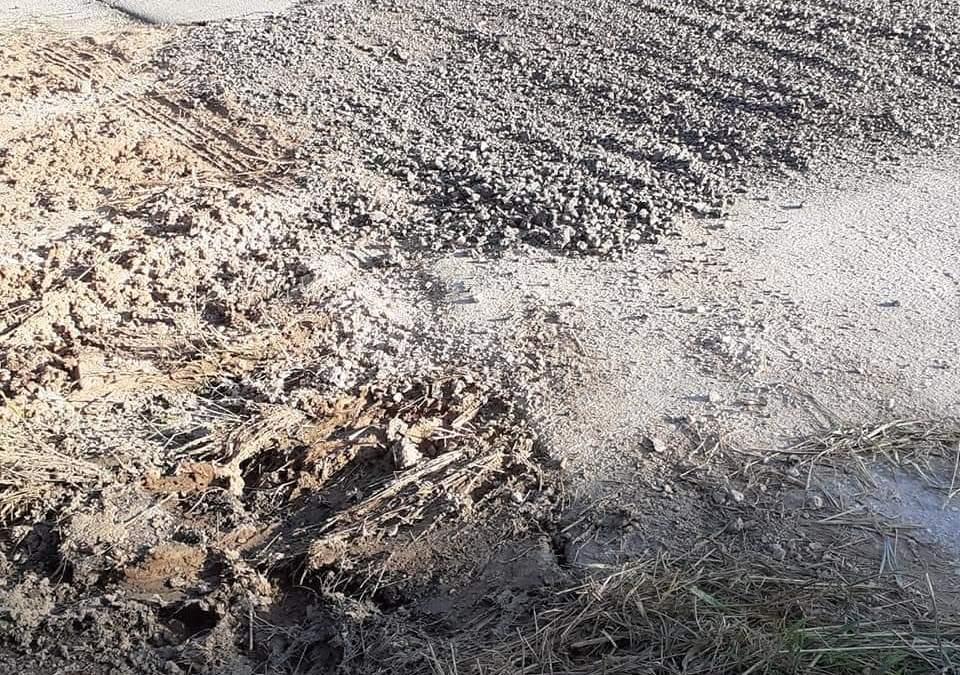 Επικίνδυνες λακούβες και αποκαταστάσεις στο δρόμο για Αρχαία Κόρινθο