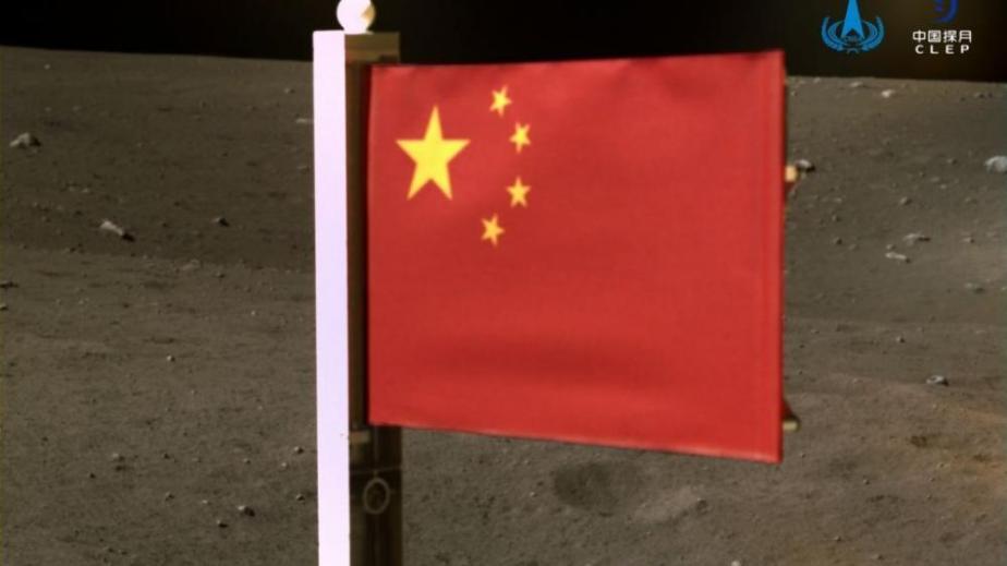 Η κινεζική σημαία «κυματίζει» πλέον στη Σελήνη
