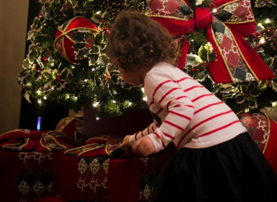 Πώς να βοηθήσετε τα παιδιά σας να περάσουν όμορφα τις γιορτές εν μέσω πανδημίας