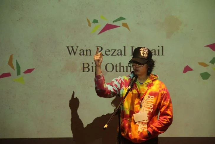 Wan Rezal reminded us of a very young but extremely reserved John Lennon. Image by Eksentrika.