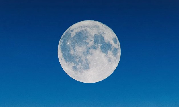 POETRY   Moon by Charles Chiam