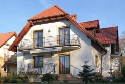 zdjęcie przedstawia willę na sprzedaż w Bolesławcu od strony ogrodu