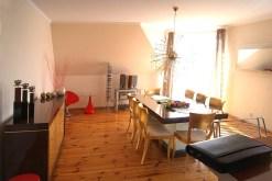 na zdjęciu kuchnia z jadalnią, dwa luksusowe pomieszczenia w apartamencie do sprzedaży w Gorzowie Wielkopolskim