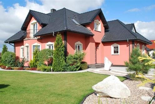 na zdjęciu widok od strony orgodu na willę w okolicach Wrocławia do sprzedaży
