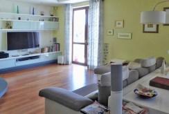 widok z innej perspektywy na salon w apartamencie na sprzedaż w Piotrkowie Trybunalskim