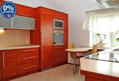 Komfortowo urządzona kuchnia w apartamencie w Dąbrowie Górniczej na sprzedaż