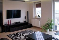 zdjęcie przedstawia salon sfotografowany z innej perspektywy w apartamencie do sprzedaży w Lublinie