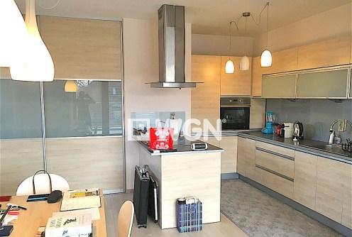 zdjęcie przedstawia luksusowo wyposażoną kuchnię w apartamencie w Szczecinie na sprzedaż