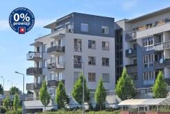 widok z zewnątrz na apartamentowiec w Szczecinie, w którym znajduje się oferowany apartament na sprzedaż