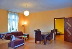 widok na salon w apartamencie w Słupsku do wynajmu