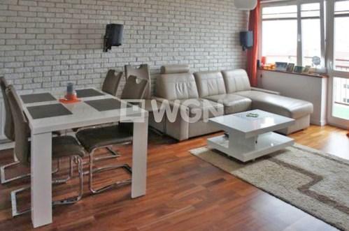 na zdjęciu salon w ekskluzywnym apartamencie do sprzedaży w Szczecinie