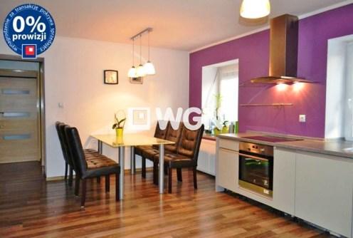 na zdjęciu aneks kuchenny w apartamencie w okolicy Bolesławca do sprzedaży