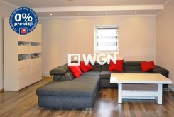 zdjęcie przedstawia salon w apartamencie do sprzedaży w okolicy Bolesławca
