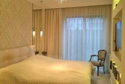 na zdjęciu sypialnia w ekskluzywnym apartamencie w Szczecinie na wynajem