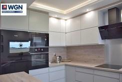 zdjęcie przedstawia urządzoną kuchnię w apartamencie w okolicach Słupska do wynajęcia