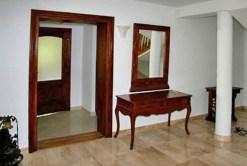 zdjęcie przedstawia jedno z luksusowych pomieszczeń w willi na sprzedaż w okolicy Krakowa