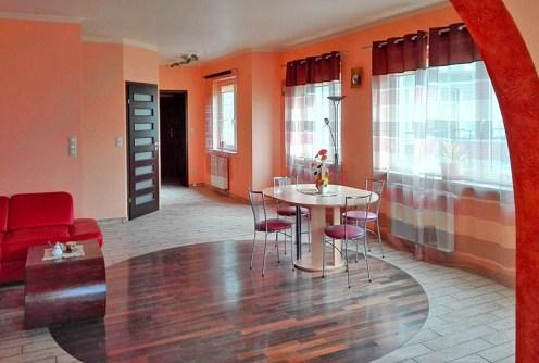 na zdjęciu salon w apartamencie do sprzedaży w Białymstoku