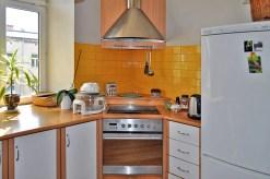 zdjęcie przedstawia ekskluzywnie urządzoną kuchnię w apartamencie na sprzedaż w Częstochowie