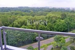 widok z balkonu na tereny zielone w pobliżu apartamentu na wynajem w Katowicach