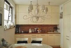 zdjęcie prezentuje kuchnię w apartamencie w Warszawie na sprzedaż