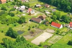 widok z lotu ptaka na ekskluzywny dwór w okolicy Wrocławia