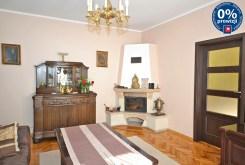 na zdjęciu zbliżenie na kominek w salonie luksusowego apartamentu w Radomiu na sprzedaż