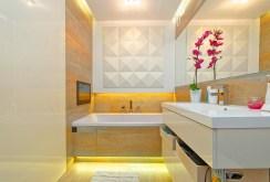 na zdjęciu komfortowa łazienka w apartamencie w Tarnowie na sprzedaż