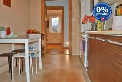na zdjęciu komfortowo i ekskluzywnie urządzona kuchnia w apartamencie w okolicy Zielonej Góry do sprzedaży