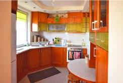 na zdjęciu umeblowana kuchnia w apartamencie w Białymstoku do sprzedaży