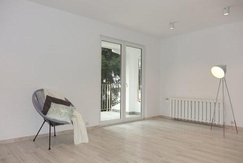 na zdjęciu luksusowy salon w ekskluzywnym apartamencie do sprzedaży w Jaworznie