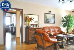 widok z innej perspektywy na salon w apartamencie do sprzedaży w Grodzisku Mazowieckim