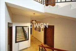 zdjęcie przedstawia wnętrze apartamentowca w Inowrocławiu, gdzie mieści się oferowany apartament na sprzedaż