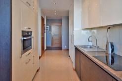 widok na elegancką i komfortowo wyposażoną kuchnię w apartamencie w Białymstoku do sprzedaży