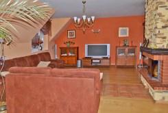 zdjęcie prezentuje ekskluzywny salon w willi w Lubinie do sprzedaży