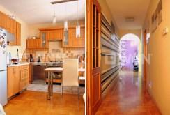 na zdjęciu fragment kuchni oraz przedpokój w luksusowej willi w okolicach Legnicy na sprzedaż