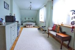 zdjęcie przedstawia jedno z luksusowych pomieszczeń w willi w okolicy Suwałk na sprzedaż