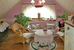 widok na jedno z luksusowych pomieszczeń w willi do sprzedaży w okolicy Świdnicy