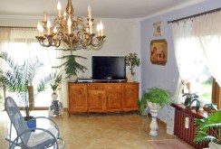 zdjęcie prezentuje fragment ekskluzywnego salonu w luksusowej willi w okolicy Świdnicy na sprzedaż