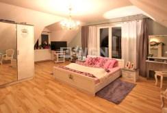 widok na ekskluzywną sypialnię w willi do sprzedaży w okolicy Szczecina